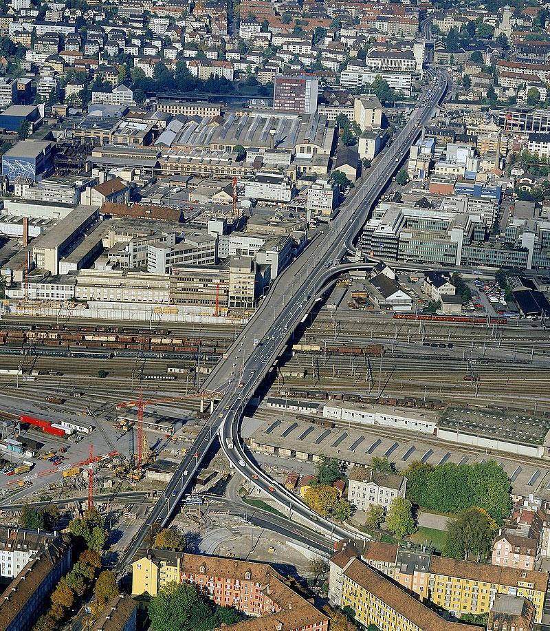 Luftaufnahme der Hardbrücke in Zürich